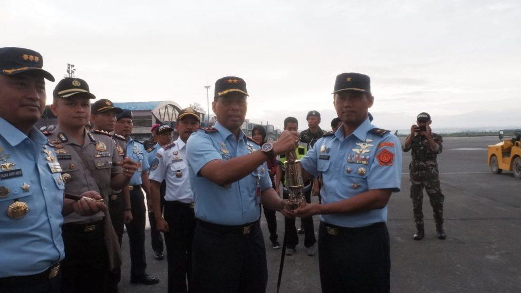 Pangkoopsau III Antar Api Asian Games di Sorong