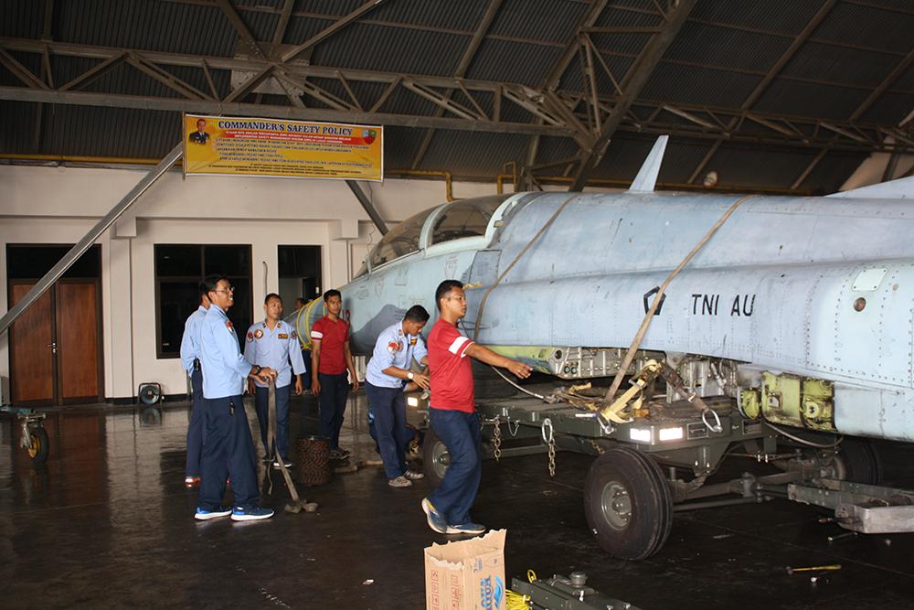 Pesawat Legendaris F5 Itu Akhirnya Hadir di Alun alun Kab. Madiun