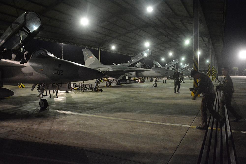 Pesawat T 50i Golden Eagle Latih Intercept Pesawat di Malam Hari