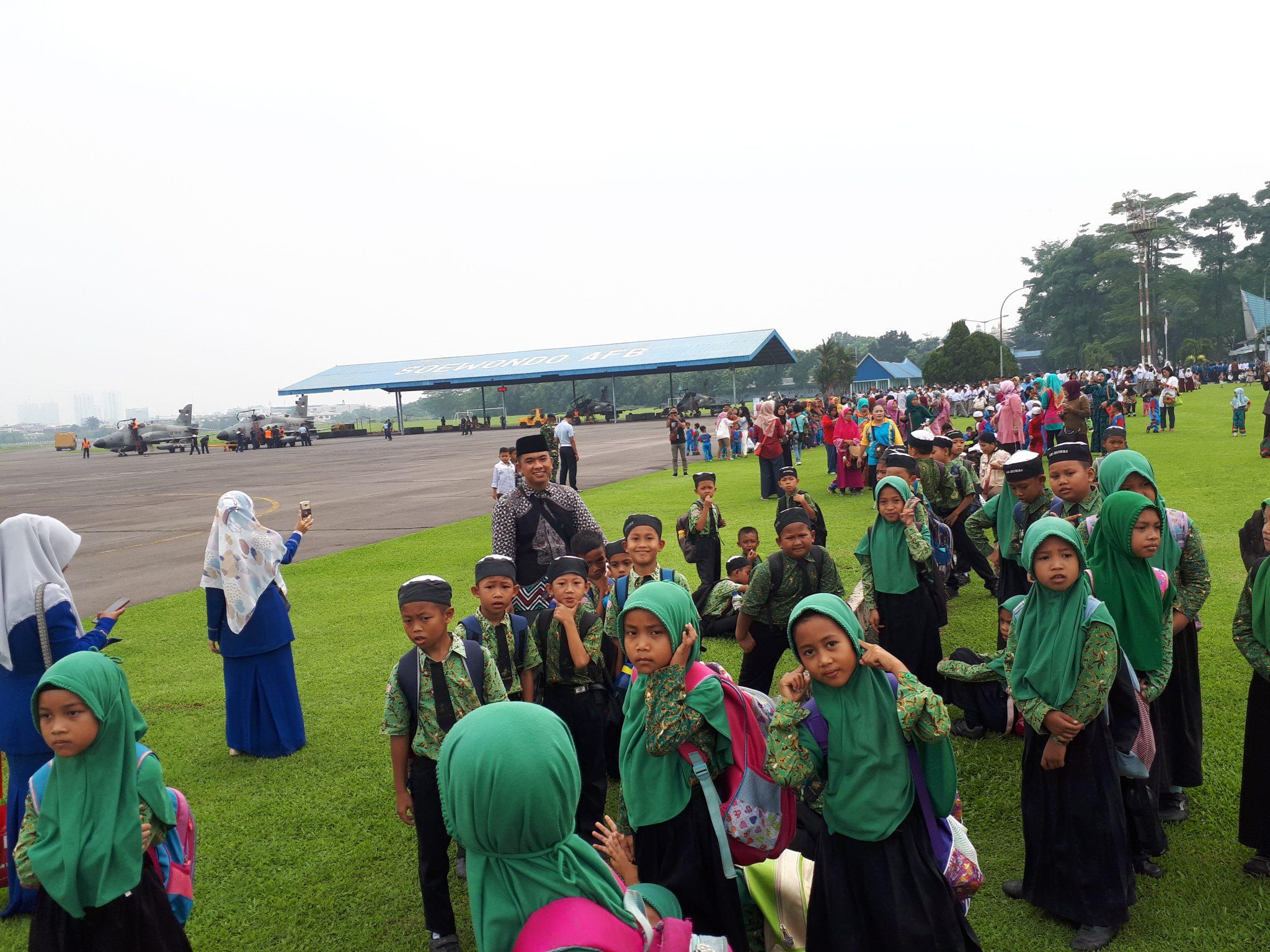 Ribuan Pelajar Dan Masyarakat Kunjungi Lanud Soewondo