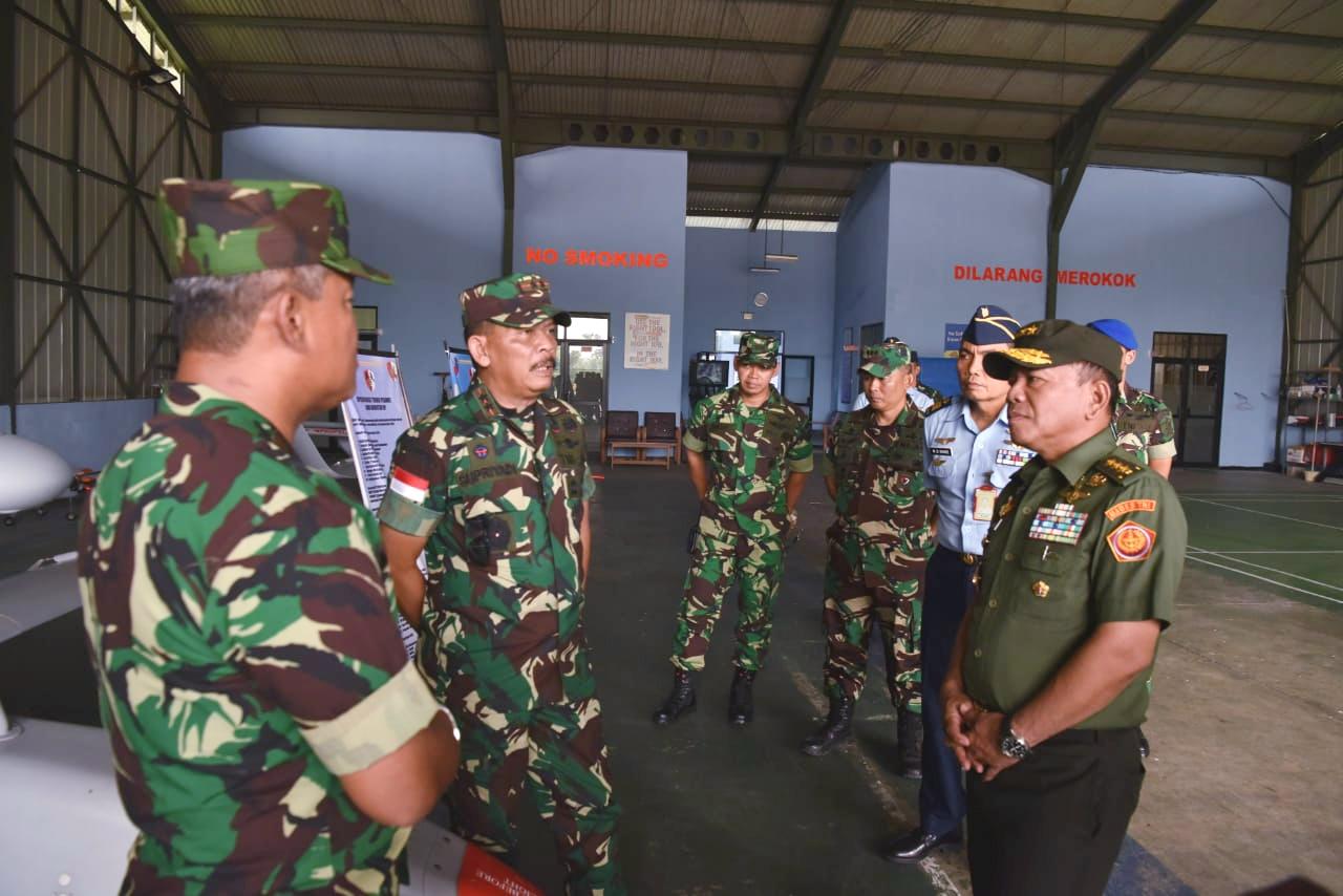 Marsma TNI Minggit Sambut Irjen TNI di VIP Room Lanud Supadio