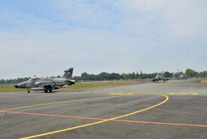 Pesawat Tempur Taktis Hawk 100/200 Mendarat Mulus di Lanud Sjamsudin Noor