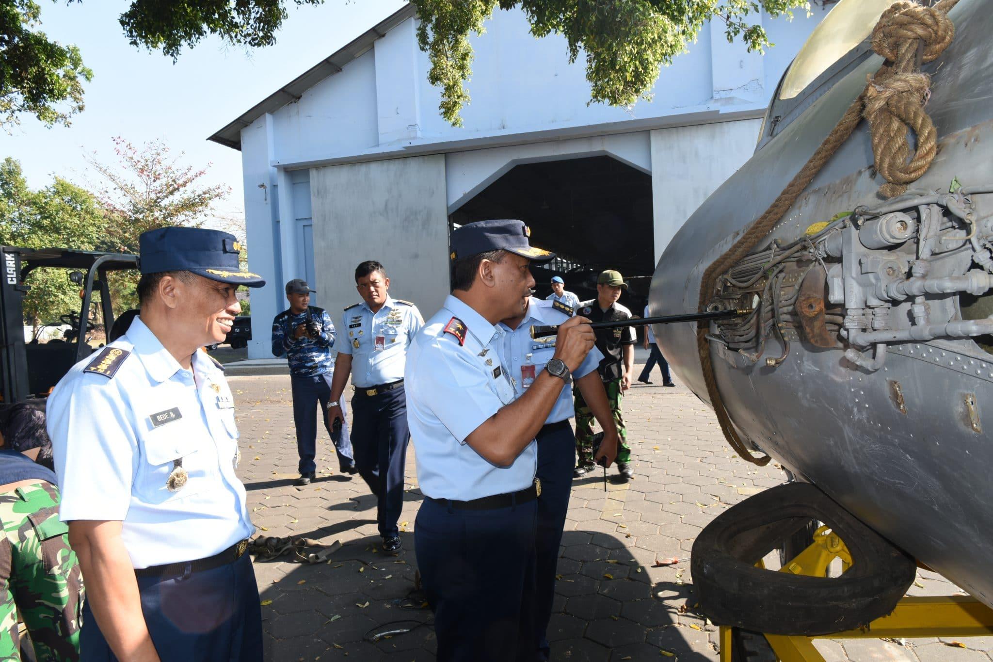 Danlanud Adisutjipto Tinjau Pesawat MiG – 17 PF di Museum Dirgantara Mandala