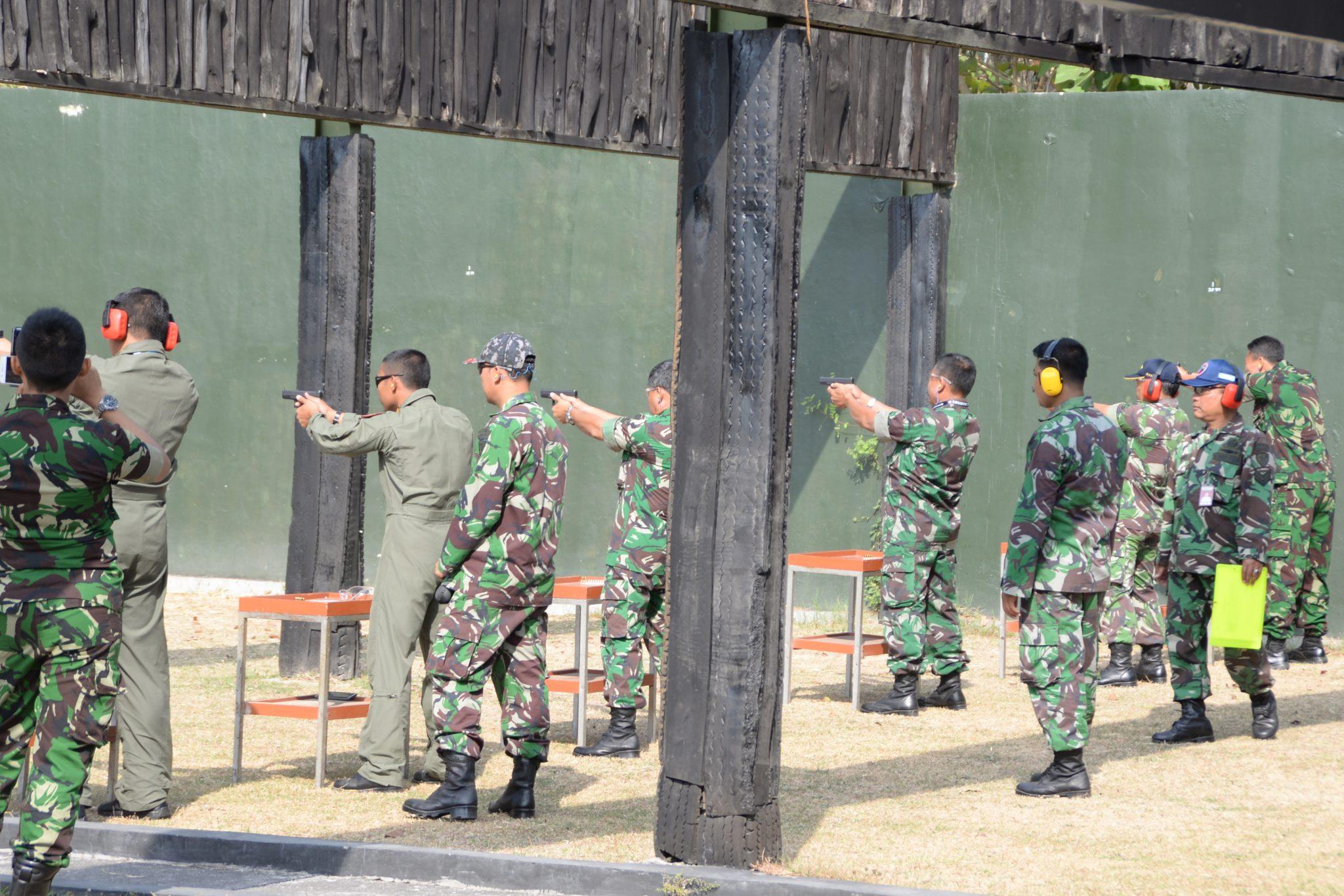 Asah Kemampuan dan Profesionalisme, Prajurit Lanud Adisutjipto Latihan Menembak