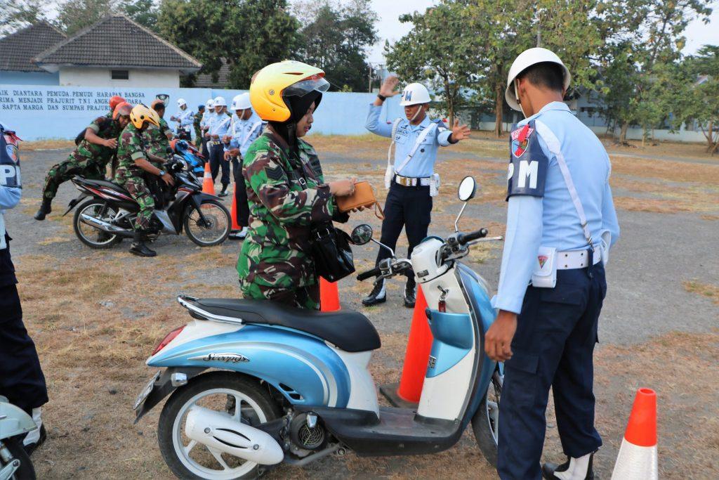 Siswa Susbamenjur POM A-23 Dan Susjurlata POM A-41 Laksanakan Lattis Penegakan Tata Tertib