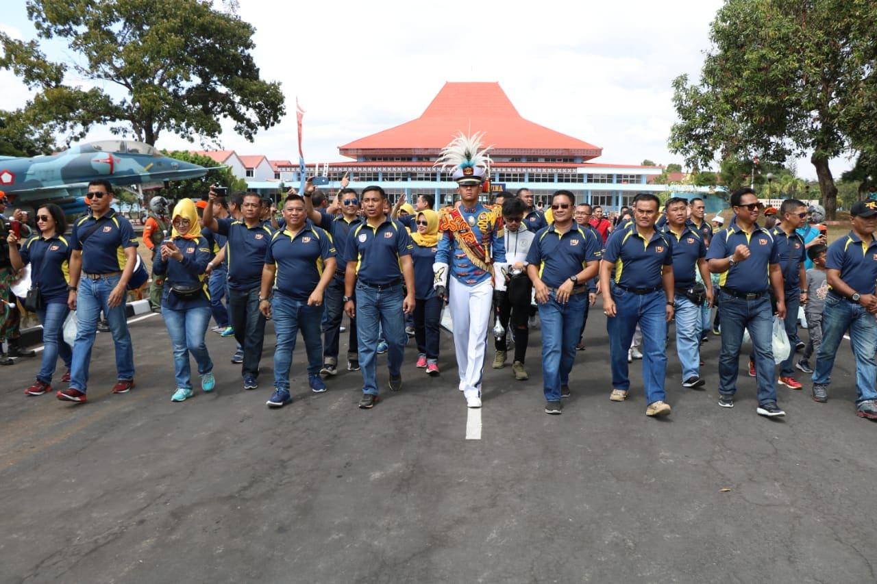 Alumnus AAU 93 Jalan Sehat Sambil Nostalgia Di Akademi Angkatan Udara