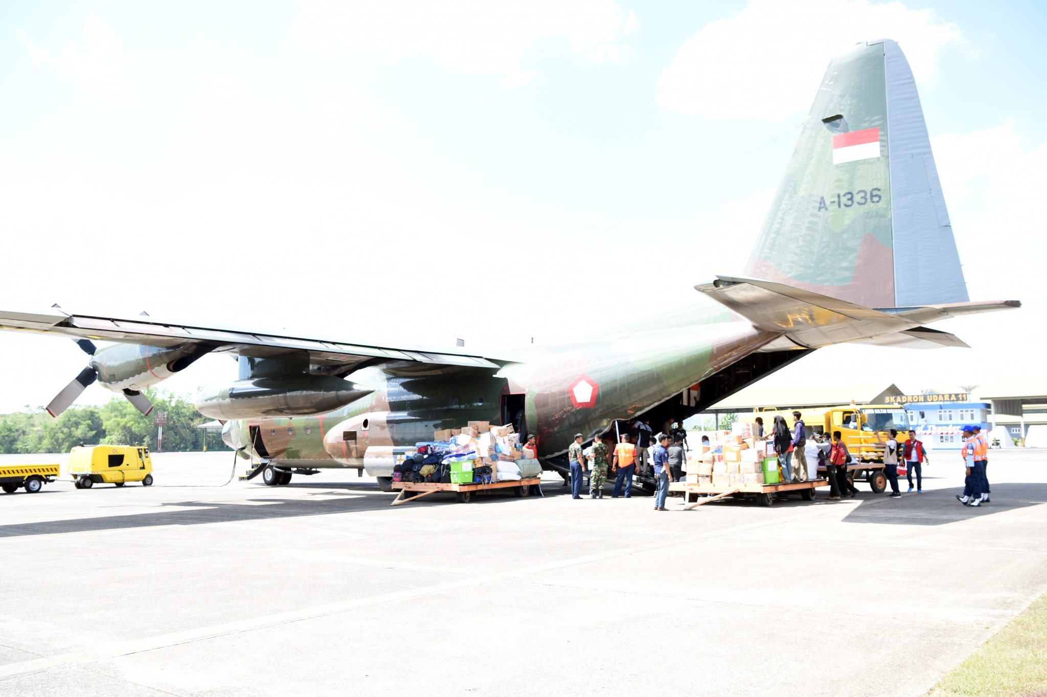 Lanud Sultan Hasanuddin Terbangkan Belasan Ton Bantuan Kemanusiaan