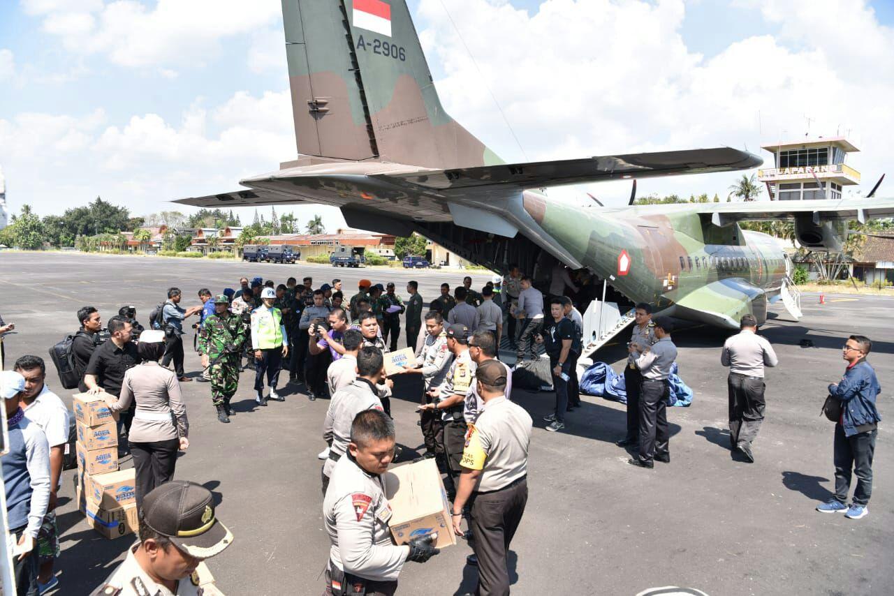 TNI AU Dukung Polri Kirim Bantuan Logistik ke Lombok