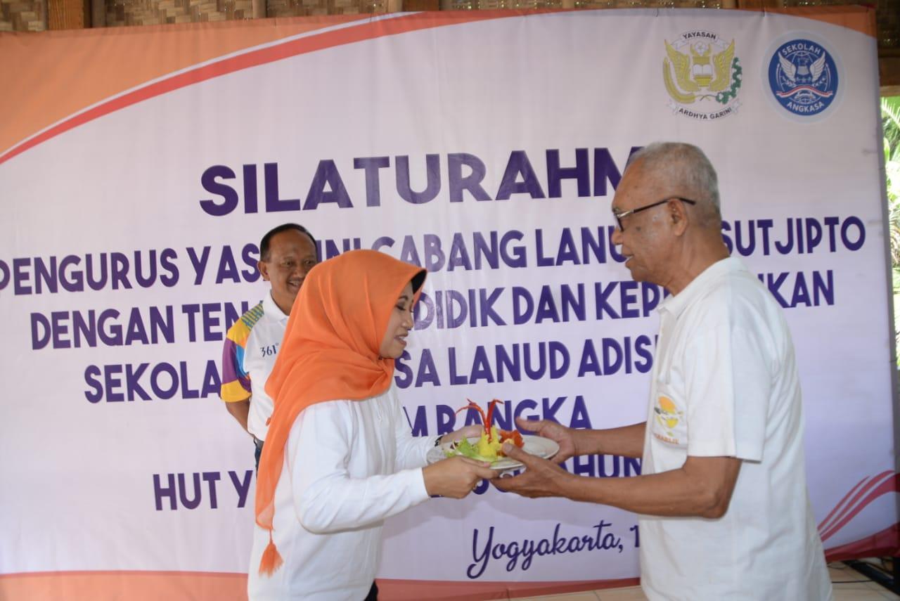 Jalin Keakraban, Yasarini Cabang Lanud Adisutjipto Gelar Silaturahmi Dengan Guru Dan Karyawan Sekolah Angkasa.