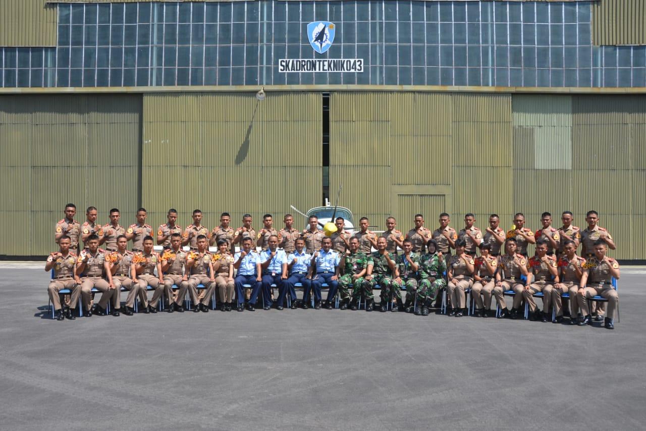 Taruna AAU Selesai Laksanakan Praktikum Service Systems Pesawat