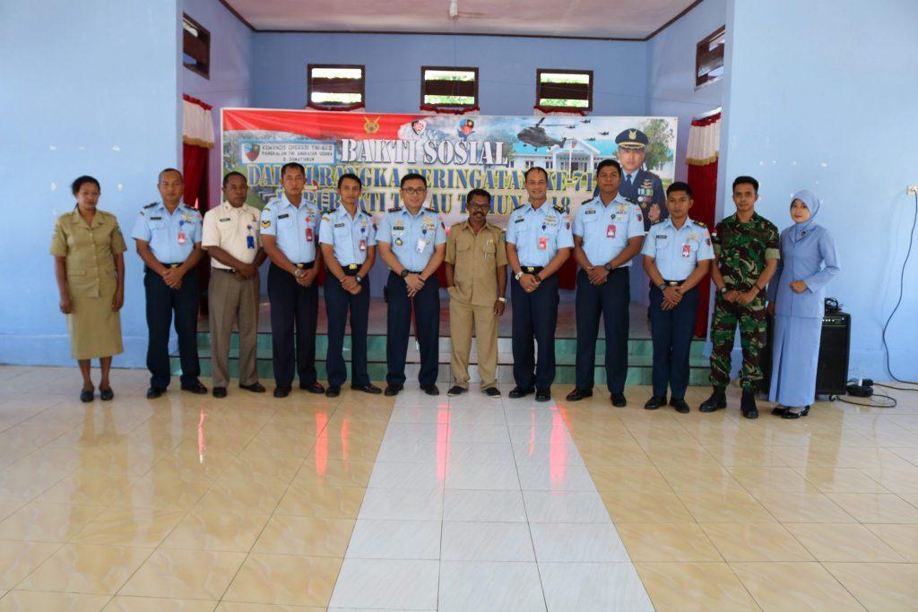 Kegiatan Bakti Sosial Lanud D. Dumatubun di Desa Letvuan, Kab. Maluku Tenggara