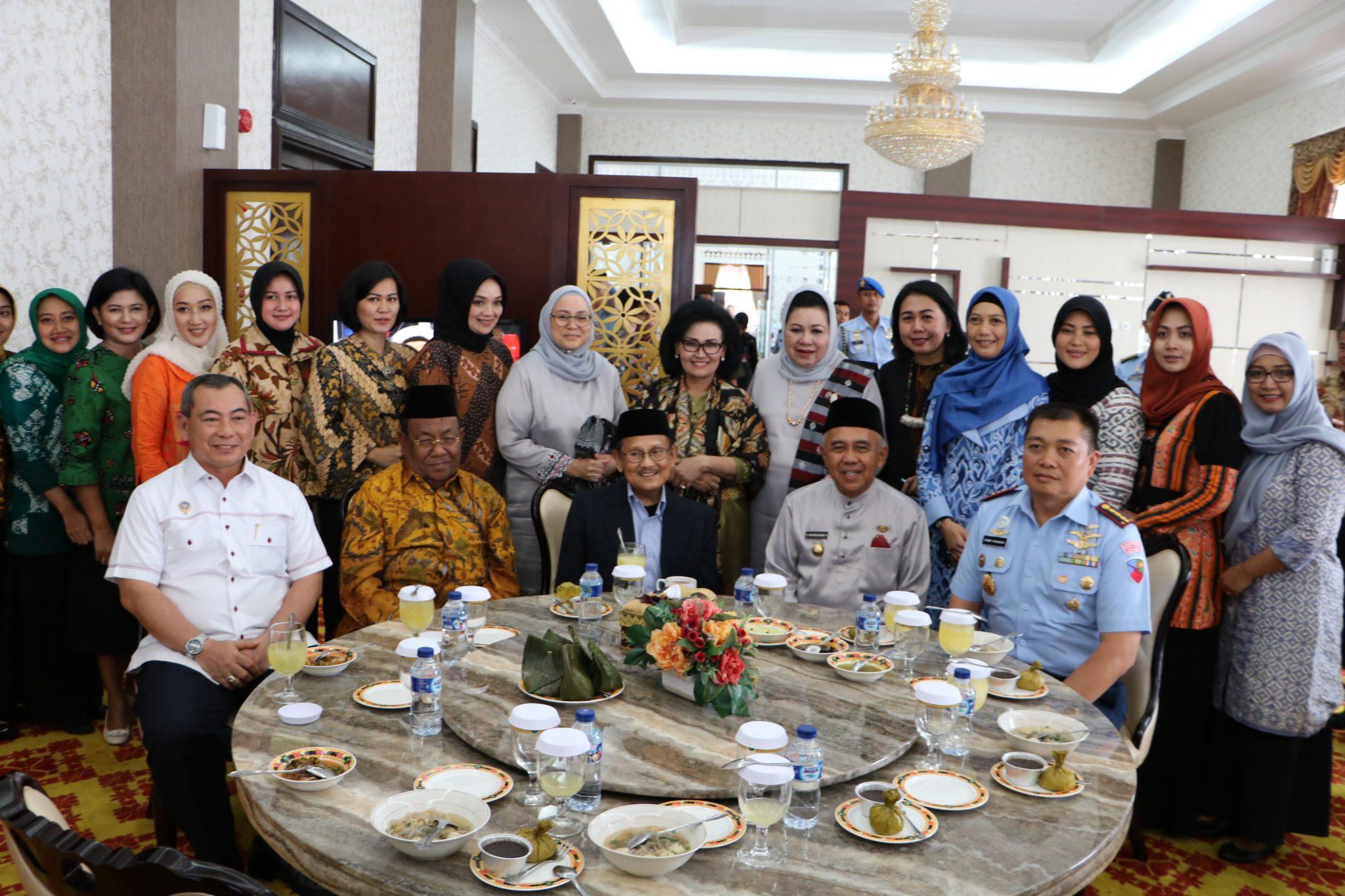 Ketua Umum Dharma Pertiwi Kunjungi Lanud Rsn