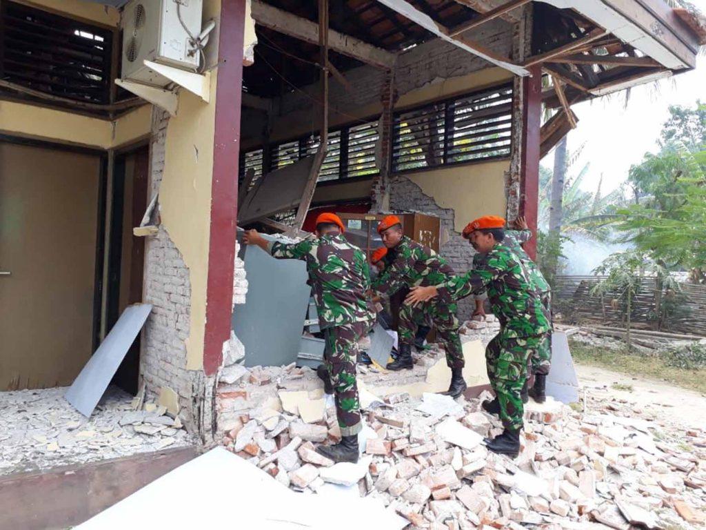 Tim SAR Paskhas Laksanakan Penyisiran Korban Gempa