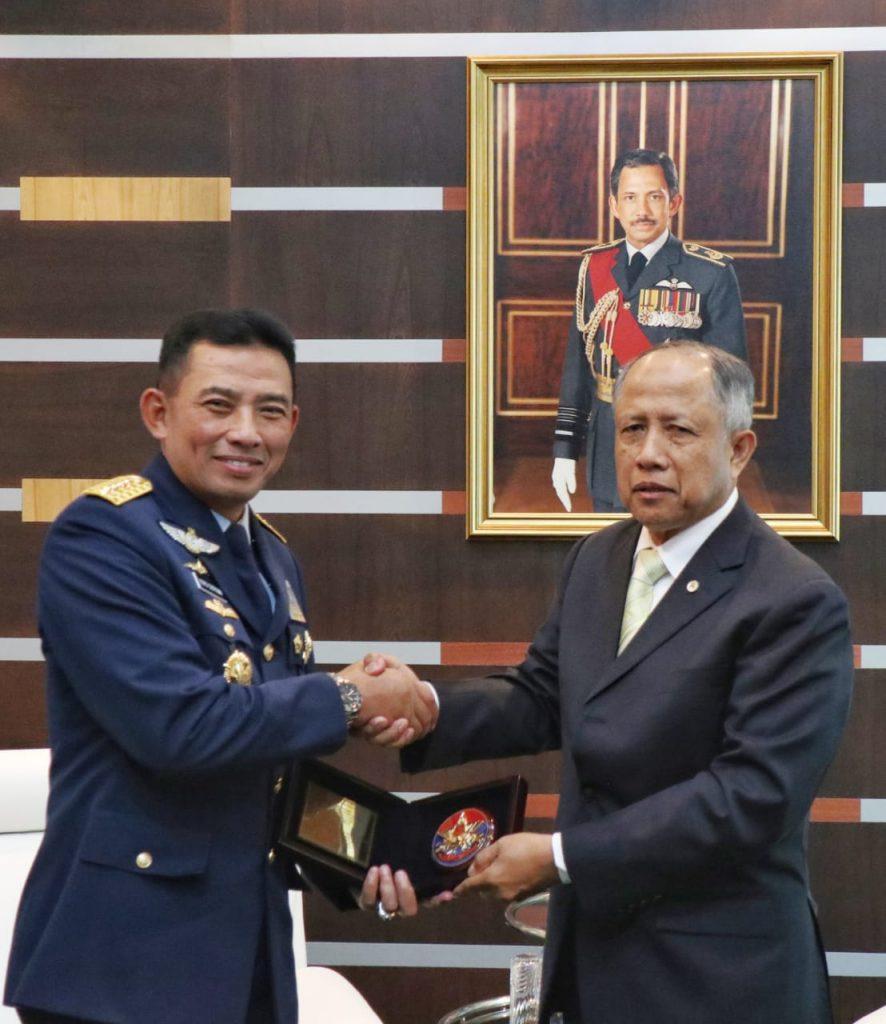 Lawatan ke Brunei Darussalam, Kasau Diterima Minister of Defence ll