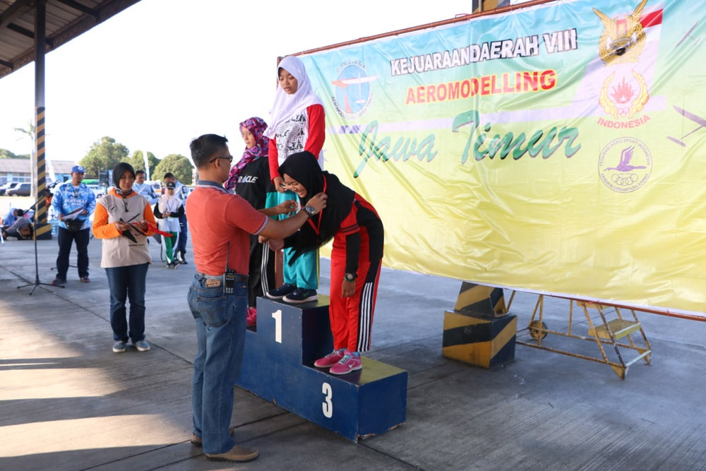 Kota Surabaya Juara Umum Kejurda Aeromodelling ke-VIII Jatim
