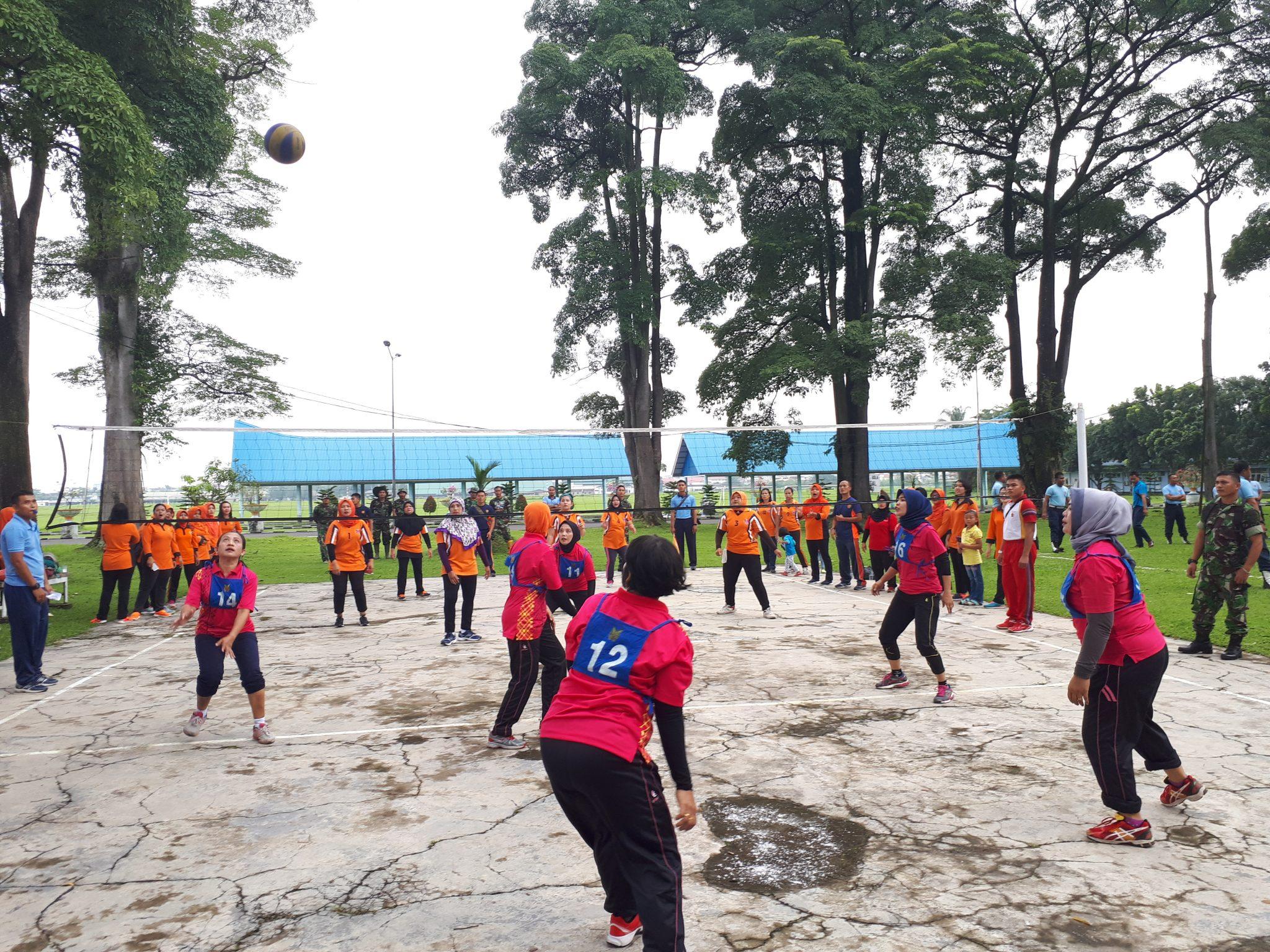 Pertandingan Voli Dalam Rangka Hut ke-62 PIA AG di Lanud Soewondo