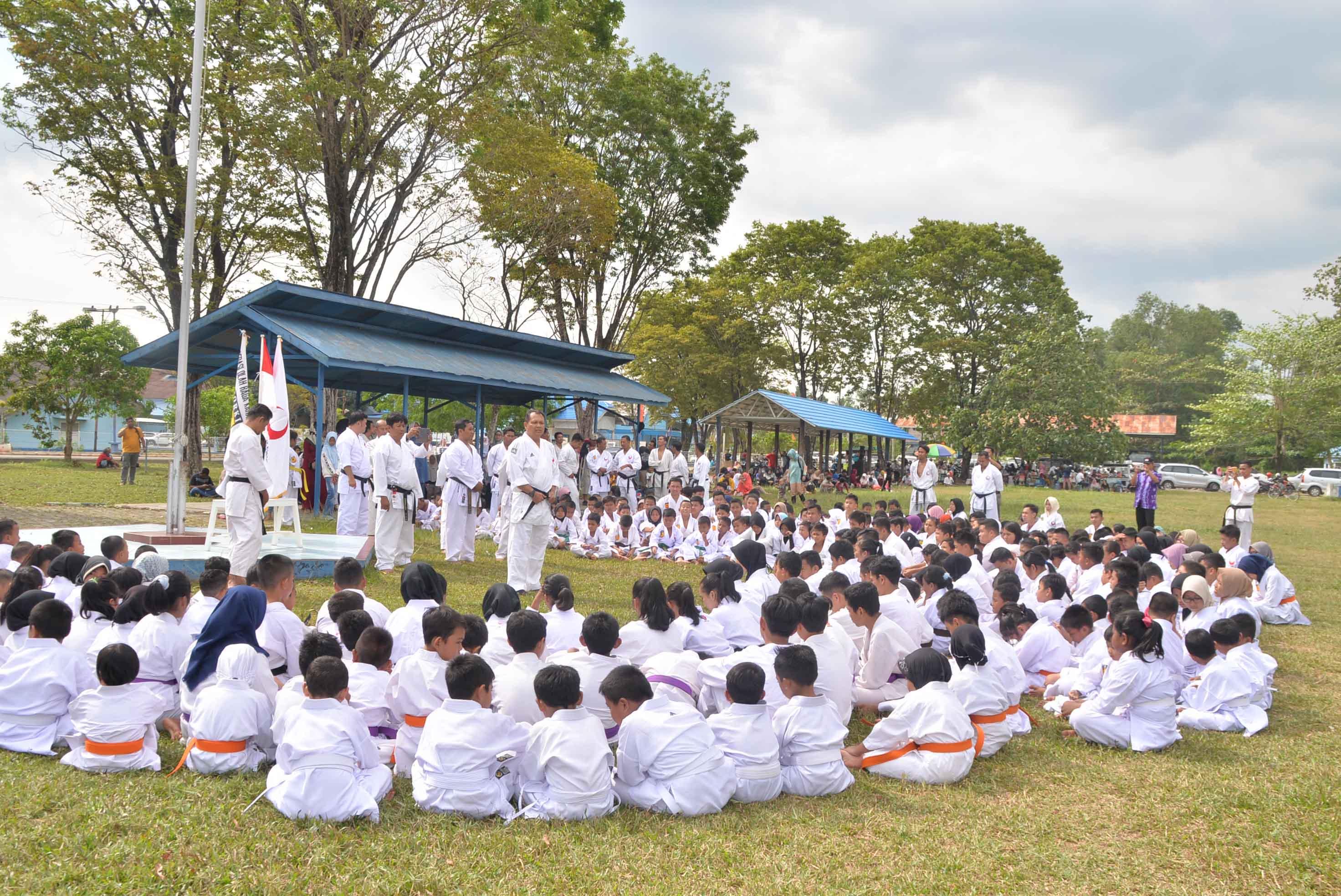 Karatedo Amura Banjarbaru dan Kabupaten Banjar Latihan Bersama di Lanud Sjamsudin Noor