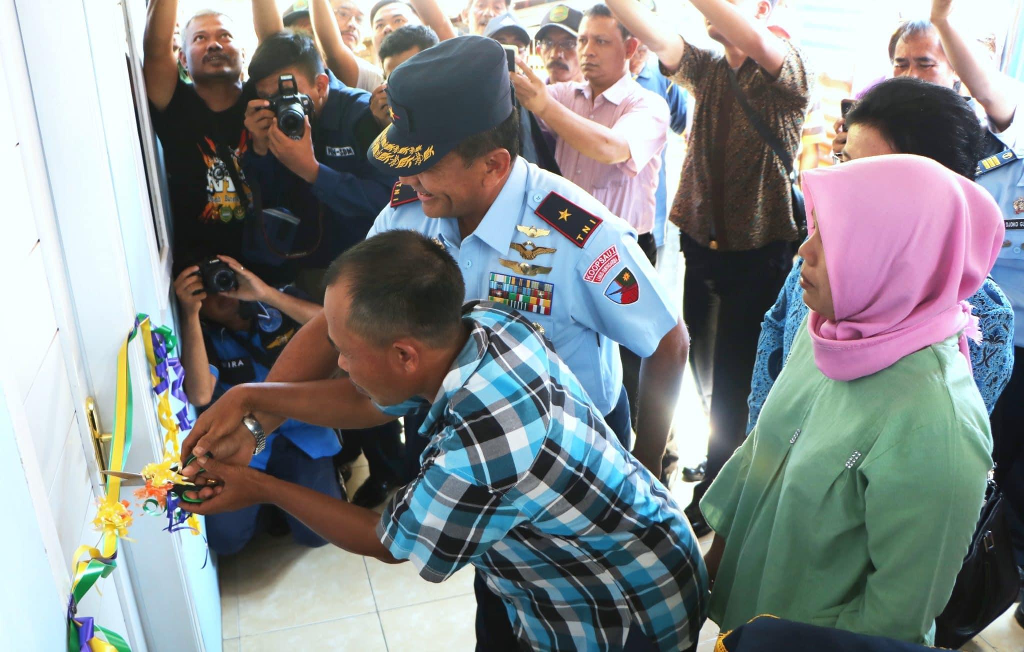 Danlanud Suryadarma Resmikan Rutilahu Milik Warga Cipeundeuy Subang