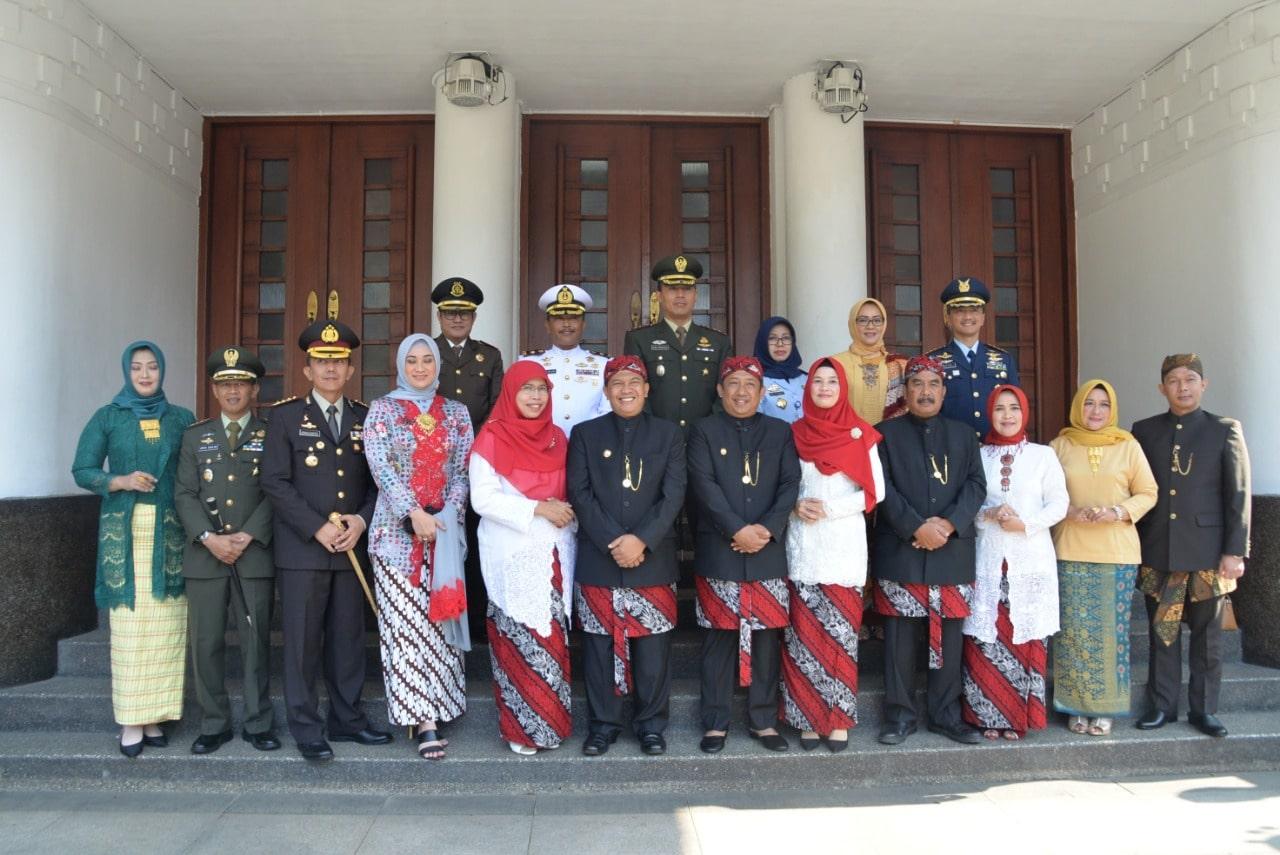 Danlanud Husein Sastranegara Hadiri  Upacara Hari Jadi Kota Bandung Ke-208