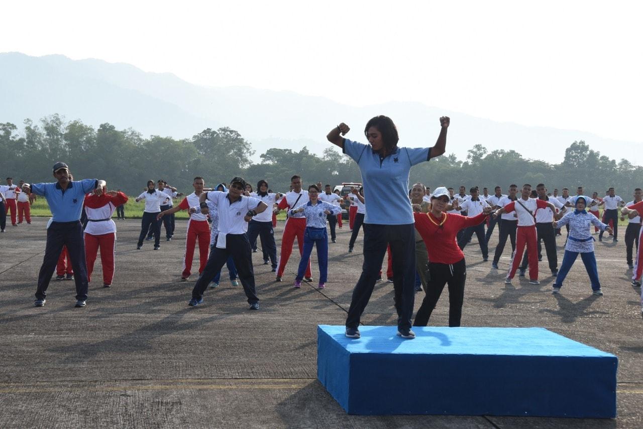 Olahraga bersama TNI-POLRI Menyambut HUT TNI Ke-73 tahun 2018 di Lanud Sutan Sjahrir