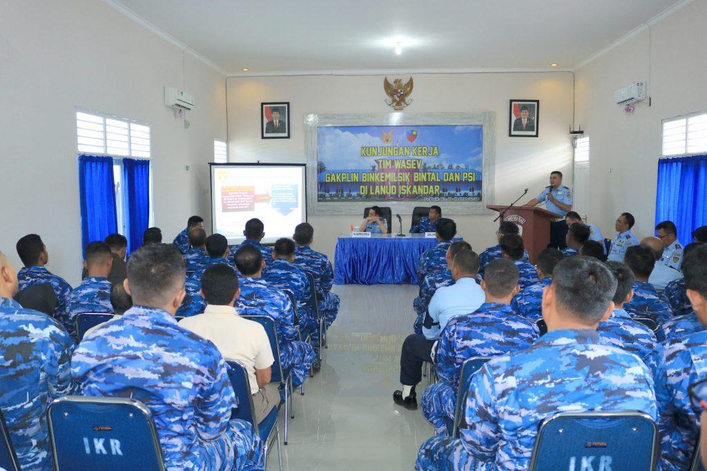 Kunjungan Tim Pengawasan dan Evaluasi Perawatan Personel TNI Angkatan Udara di Lanud Iskandar