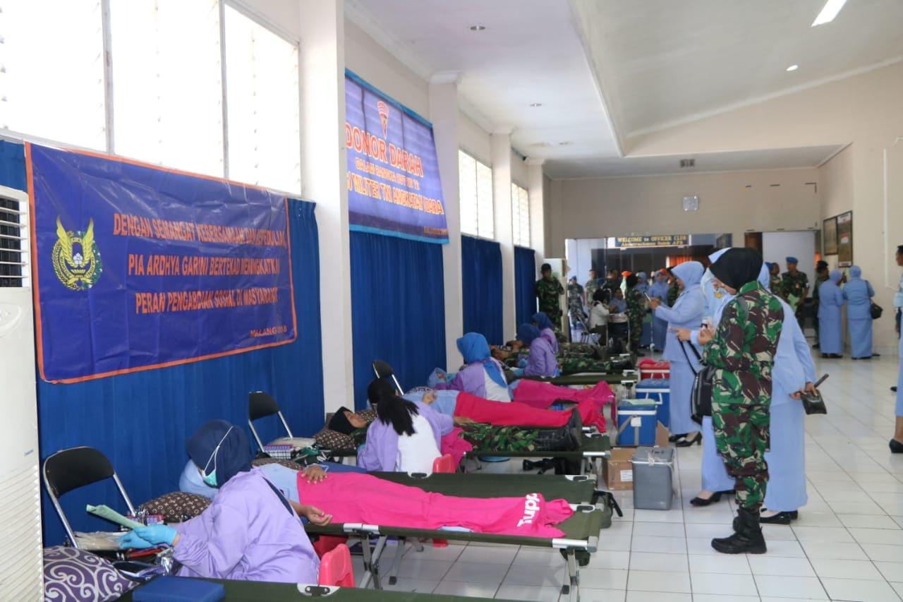 Sambut HUT POMAU dan HUT PIA Ardhya Garini, Lanud Abd Saleh Gelar Donor Darah