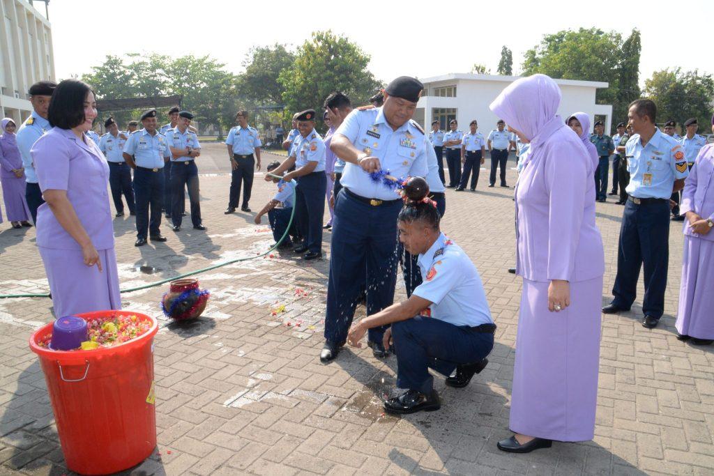 20 Anggota Pusdiklathanudnas Surabaya Naik Pangkat