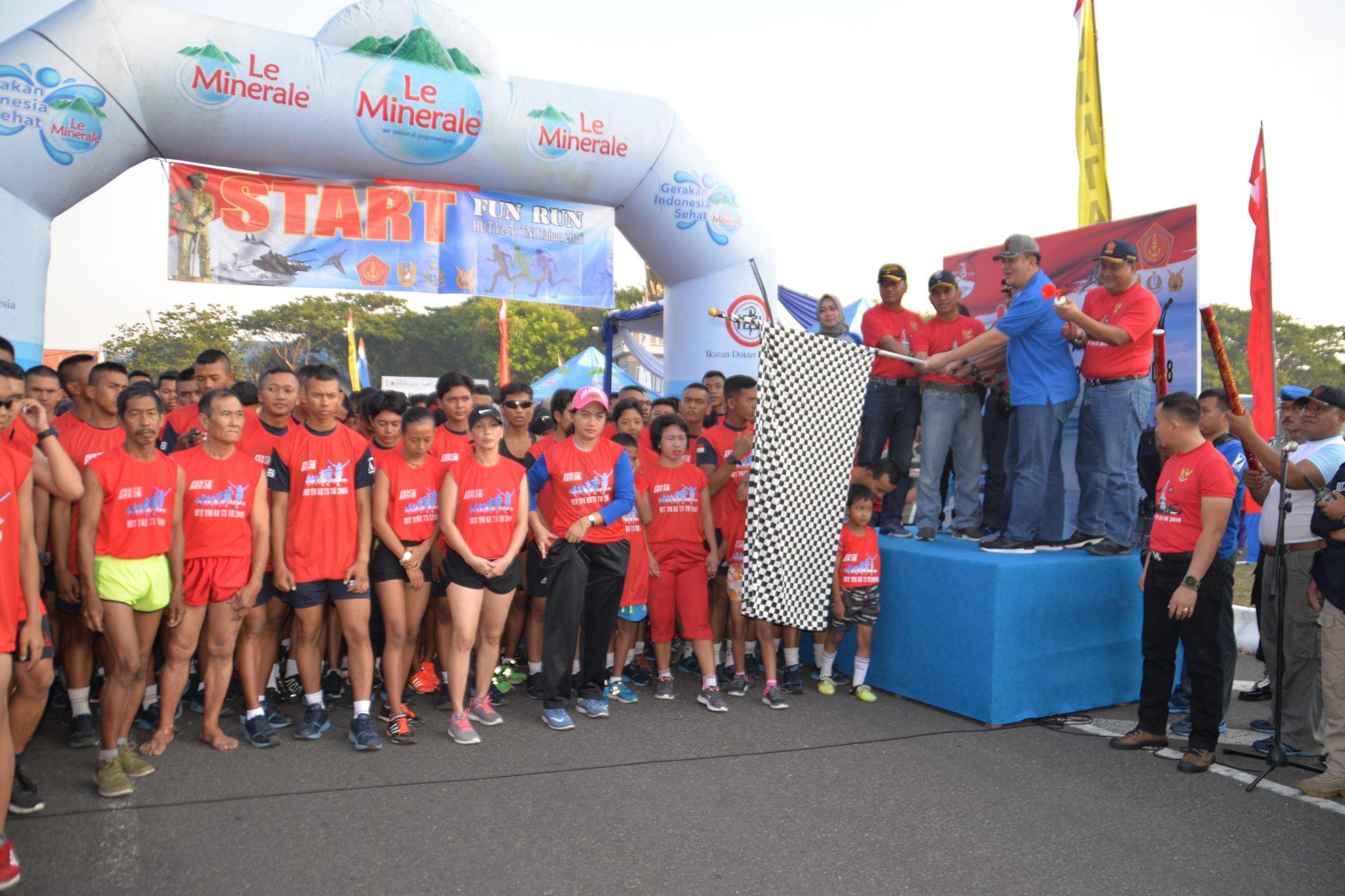 Komandan Pusdiklathanudnas Lepas Fun Run di Koarmada II Surabaya