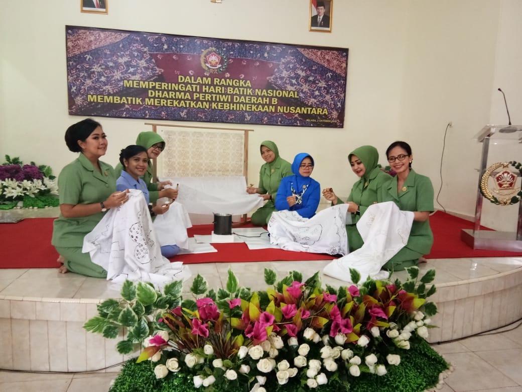 Ketua PIA AG Cab.10/D.I Lanud SMH, Lestarikan Batik Warisan Budaya