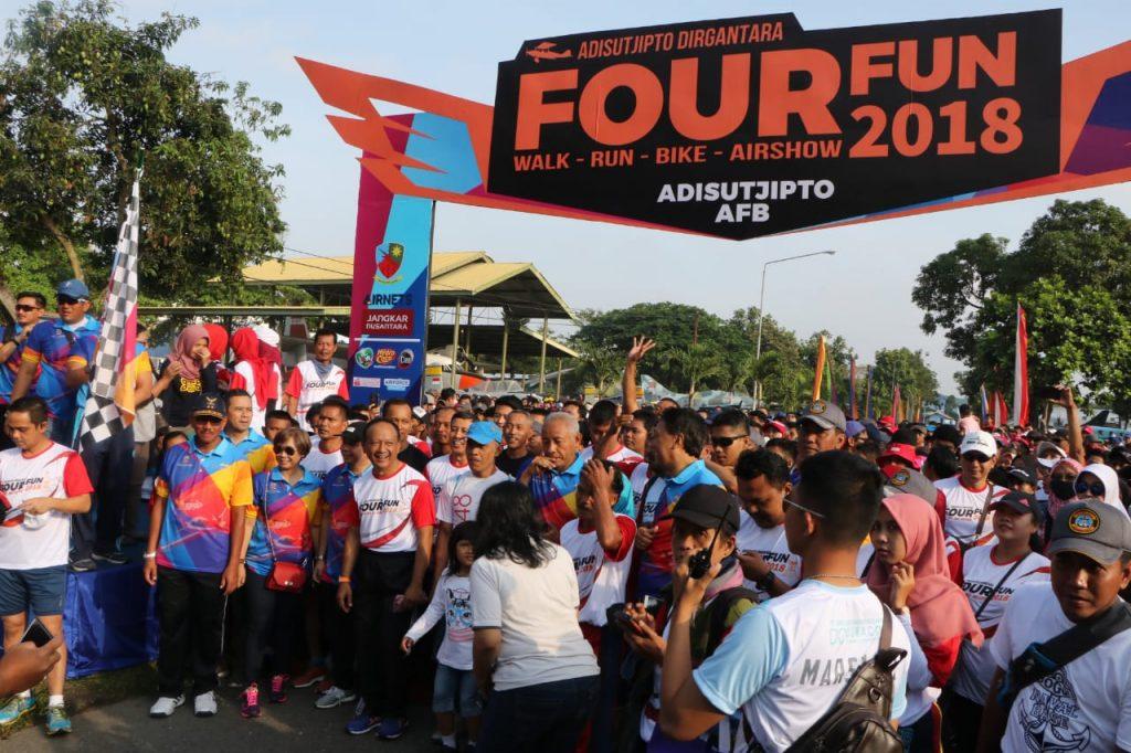 Ribuan Orang Olahraga Bersama di Adisutjipto Dirgantara Four Fun Lanud Adisutjipto