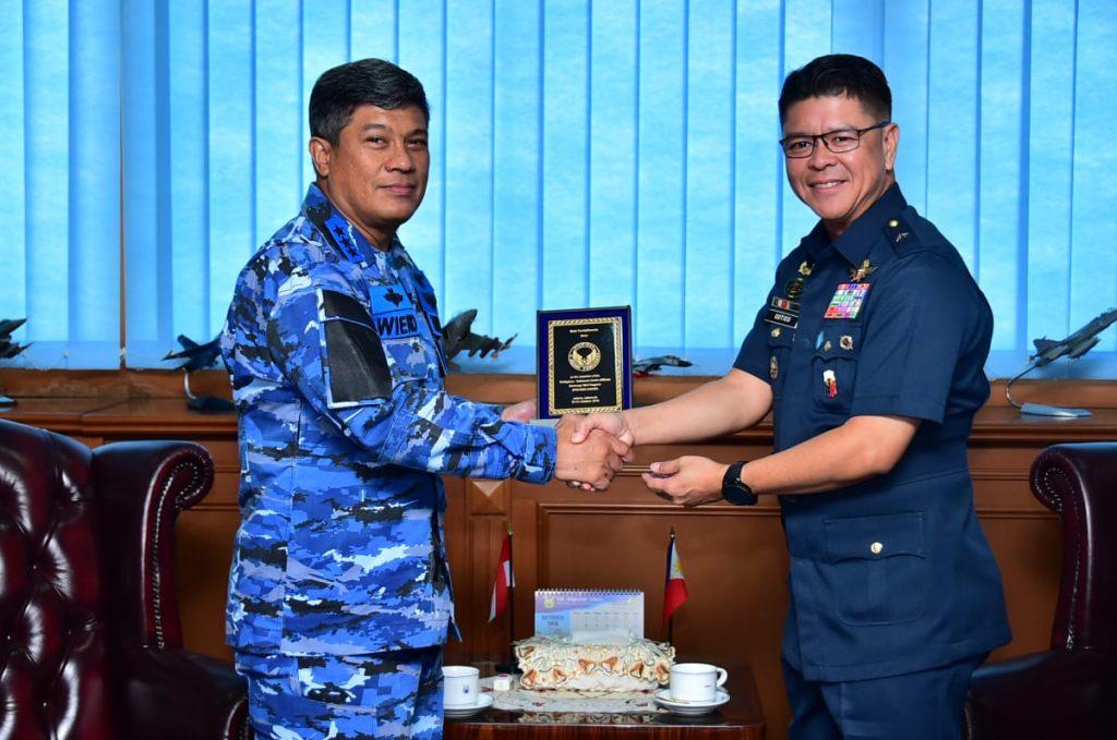Perkuat Hubungan Bilateral, Perwira Senior AU Filipina Kunjungi Mabesau