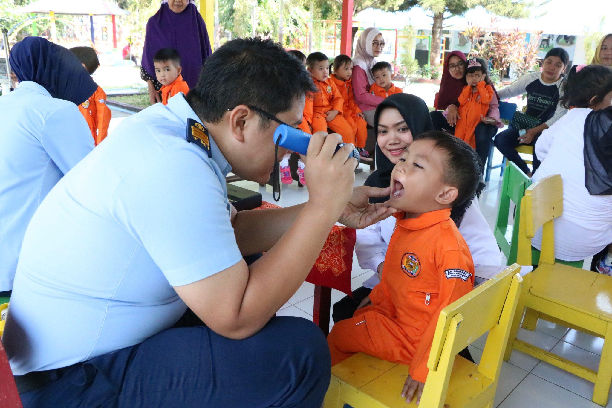 """Biasakan Merawat Gigi dan Mulut, Siswa TK Angkasa Jalani Pemeriksaan """"Gilut"""""""
