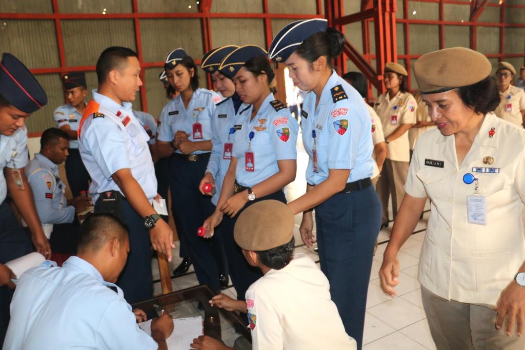 Personel Lanud El Tari Dan Kipan C Yonko 466 Paskhas Mendadak Berkumpul di Hanggar Lanud El Tari