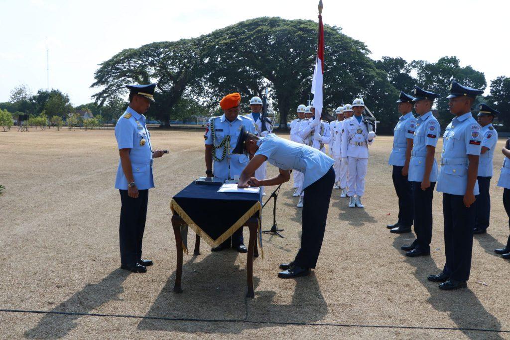 Dankodiklatau Lantik 500 Prajurit Tamtama Baru TNI AU
