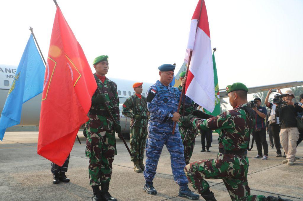 Danlanud Roesmin Nurjadin Terima Bendera Merah Putih