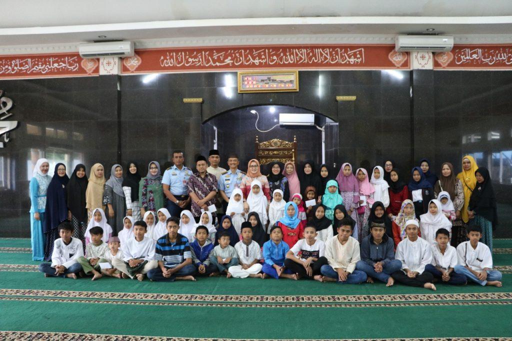 Personil Lanud Husein Sastranegara Adakan Doa Bersama Dengan Anak-Anak Yatim Piatu
