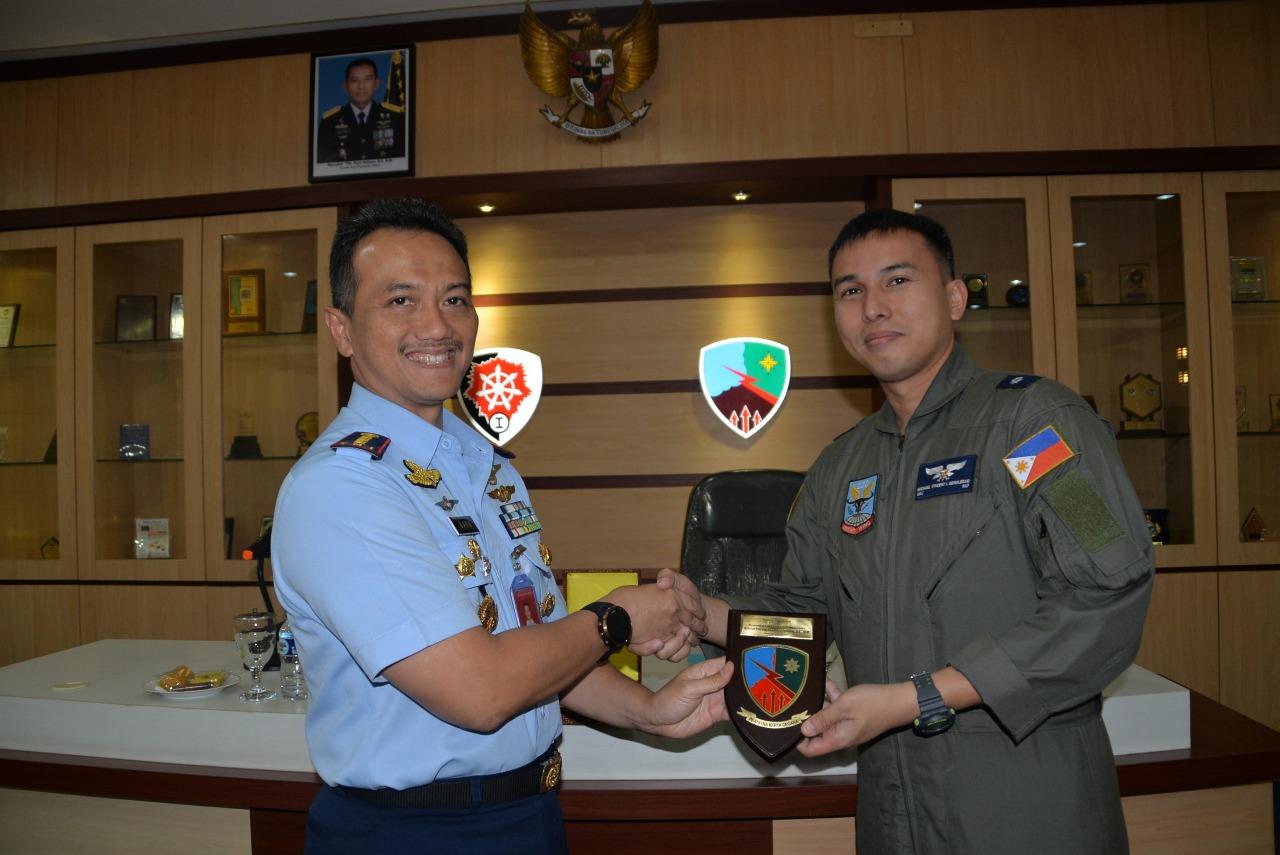 Danlanud Husein Sastranegara Terima Kunjungan Angkatan Udara Filipina
