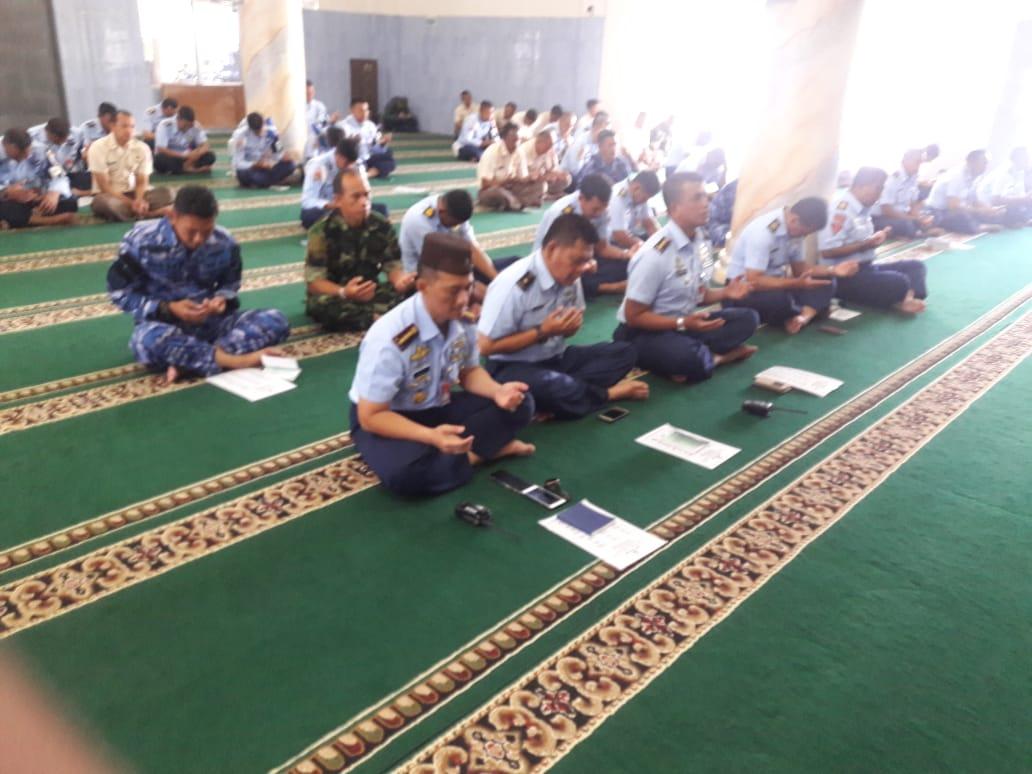 Jelang HUT TNI ke -73 Personel Lanud Husein S. Adakan Doa Bersama
