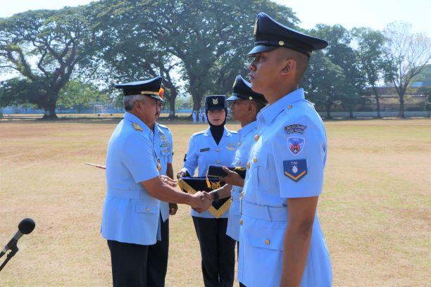 Dankodiklatau Tutup Pendidikan Setukba TNI AU Angkatan 34