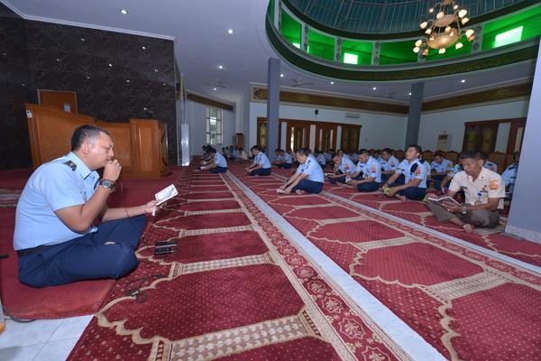 Doa Bersama Personel Muslim Makohanudnas Jelang HUT TNI Ke-73