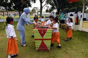PIA Ardhya Garini Cab 9/D.I Lanud Pangeran M. Bun Yamin Mendukung Gerakan Sekolah Angkasa Cinta Lingkungan.