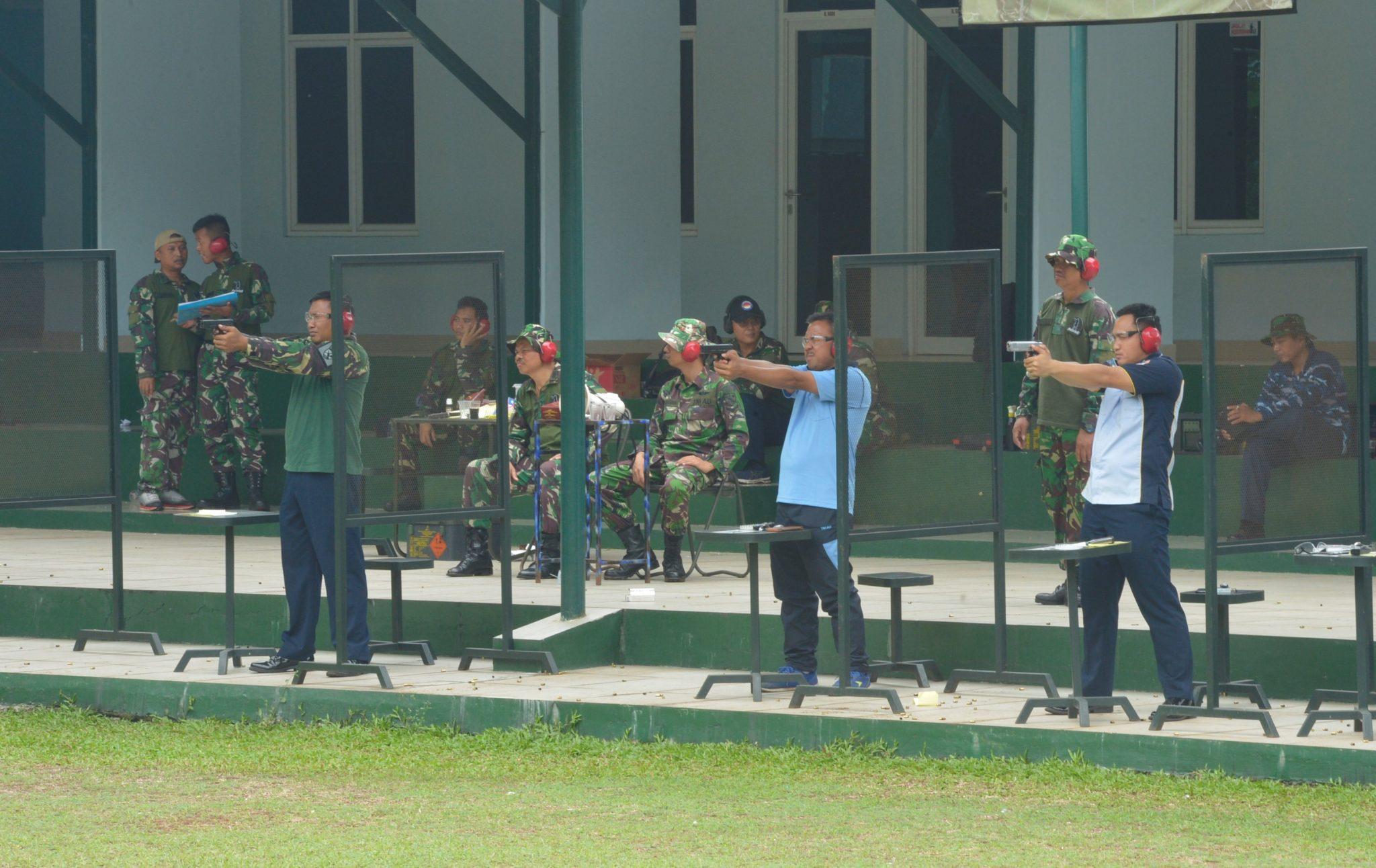 Asah Kemampuan, Anggota Lanud Halim Ikuti Latihan Menembak