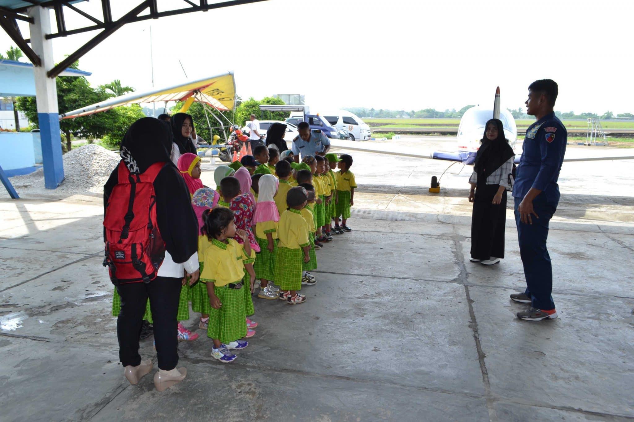 Paud Terpadu As Siddiqi Kota Banjarbaru Kunjungi Lanud Sjamsudin Noor