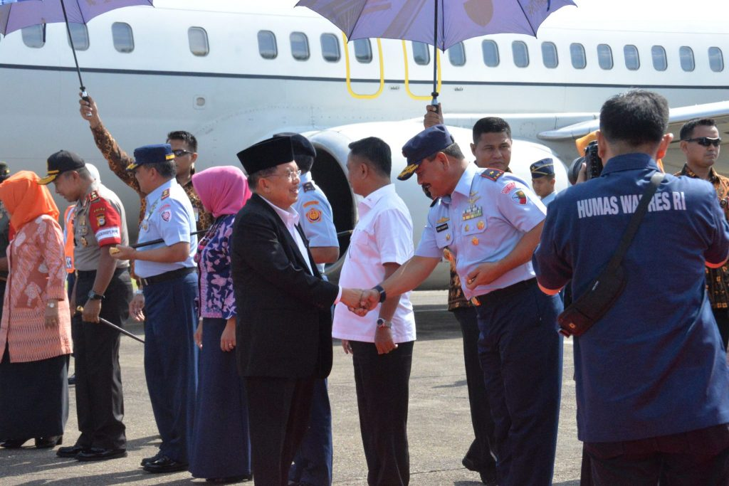 Komandan Lanud Sultan Hasanuddin Sambut Wapres RI Jusuf Kalla