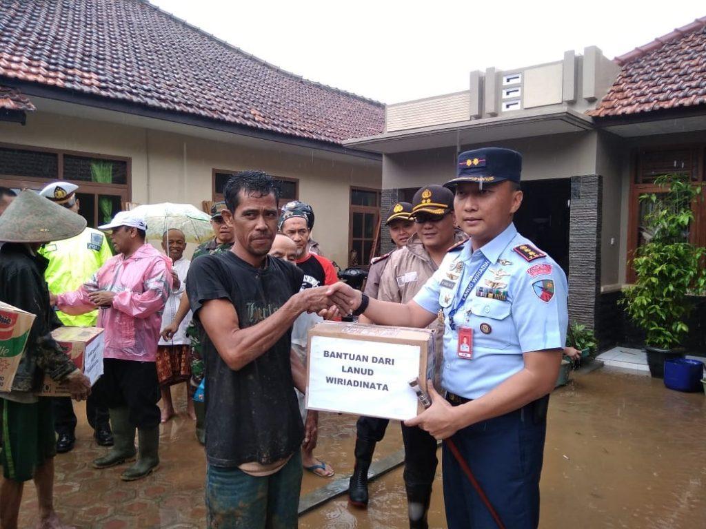 Peduli Korban Banjir, Lanud Wiriadinata Beri Bantuan
