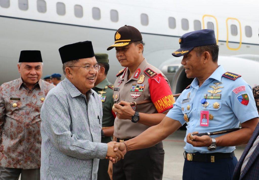 Komandan Lanud Dhomber Sambut Kedatangan Wapres RI Jusuf Kalla