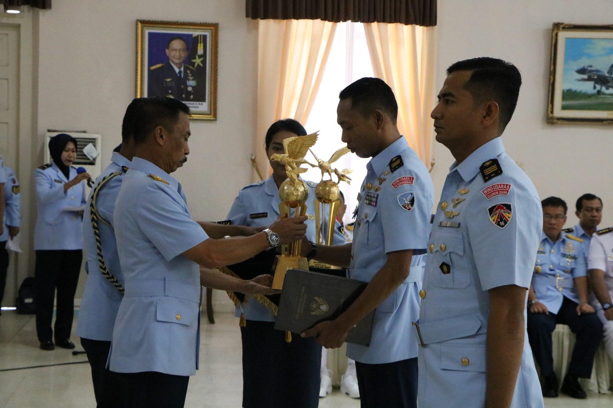 Dankodiklatau Tutup Pendidikan SIP TNI A-80 dan SIP TNI AU A-79