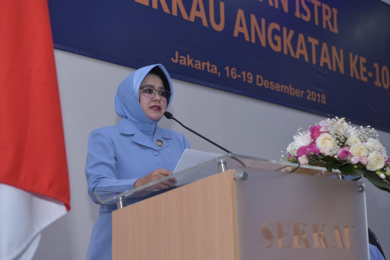 Penataran Istri Pasis Sekkau A-104 Ketum PIA-AG: Istri Perwira TNI AU Harus Berpengetahuan Luas