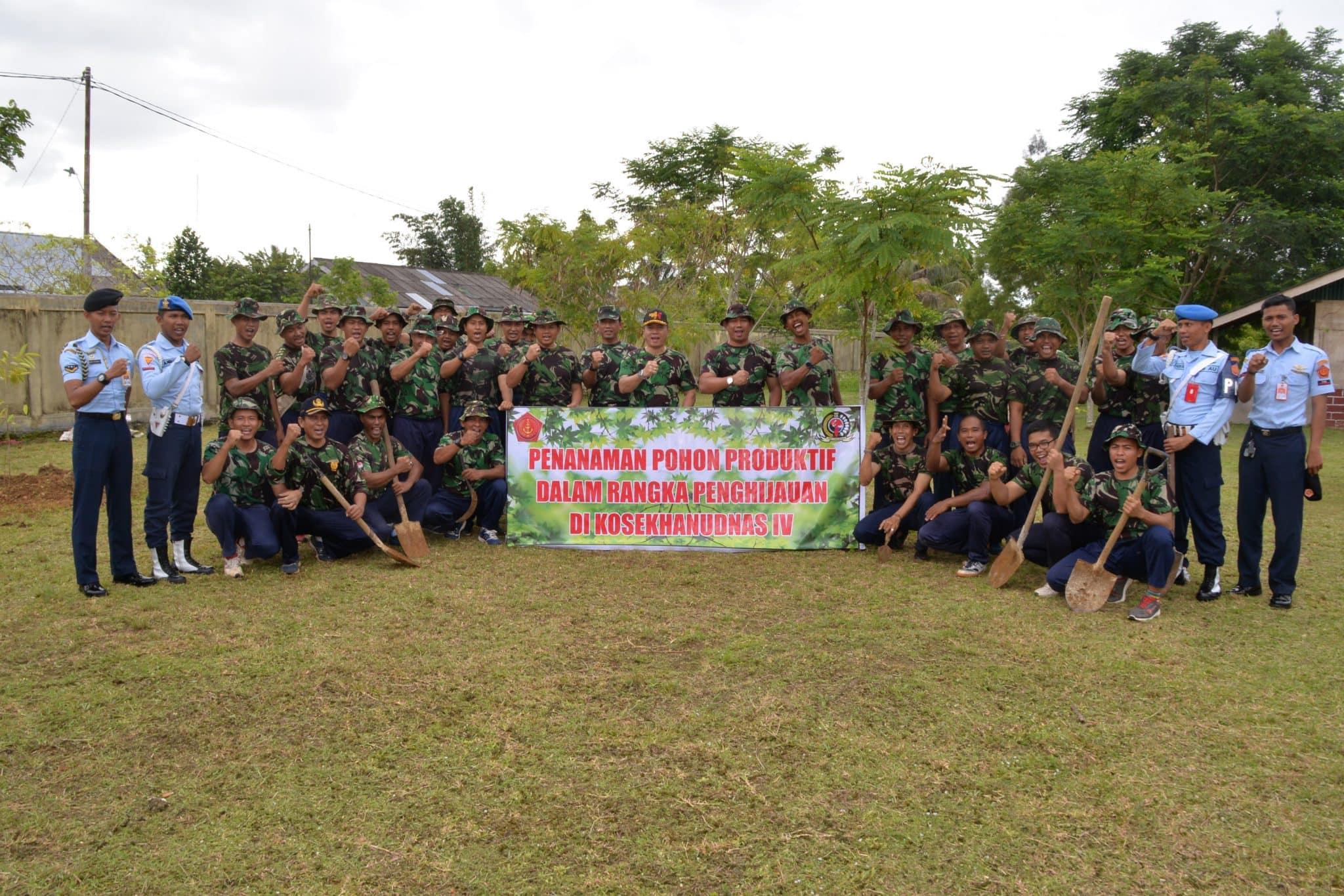 Penanaman Pohon Produktif untuk Penghijauan di Kosekhanudnas IV