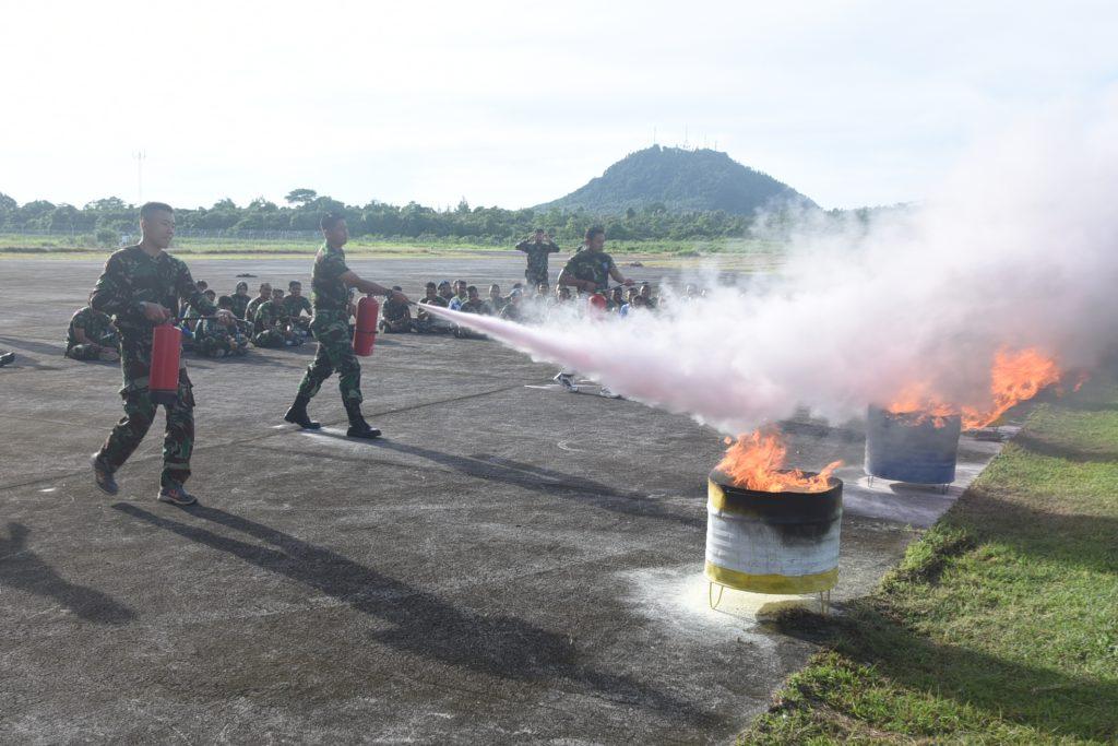 Personel Lanud Maimun Saleh Mendapatkan Pembekalan & Penyegaran Tentang Penanganan Kebakaran.